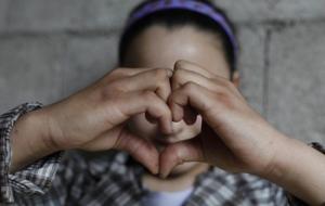 얼굴을 밝힐 수 없는 시리아 난민 소녀 이야기
