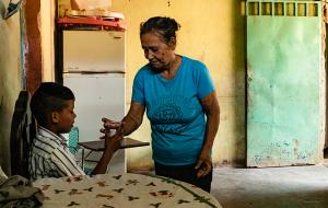 [기근 바이러스] 굶주림 속에서도 삶을 이어가는 기근 지역 여성 이야기